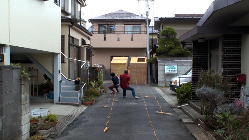 """凹凸03, 2009, """"w3215 × d1975 × h2110 mm, in front of the artist's home, Saitama, Japan"""