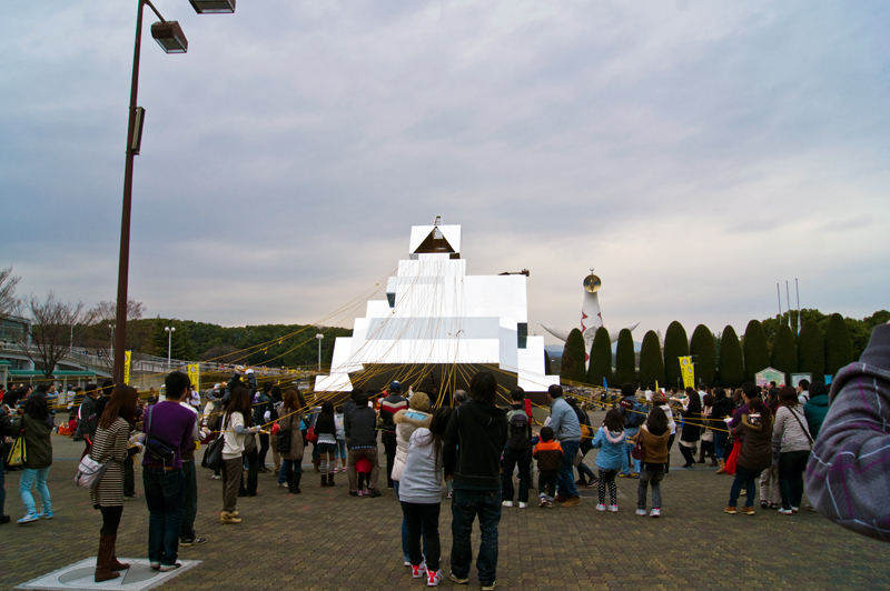 "H.H.H.A. ( The Home, Hotels, Hideyoshi, Away ) 3, In front of The Expo '70 Commemorative Park, Osaka, Japan(""Osaka Canvas Project"")"