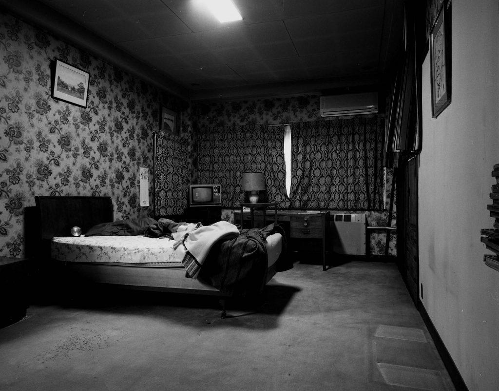 「寝室1」2004 、Silver Gelatin