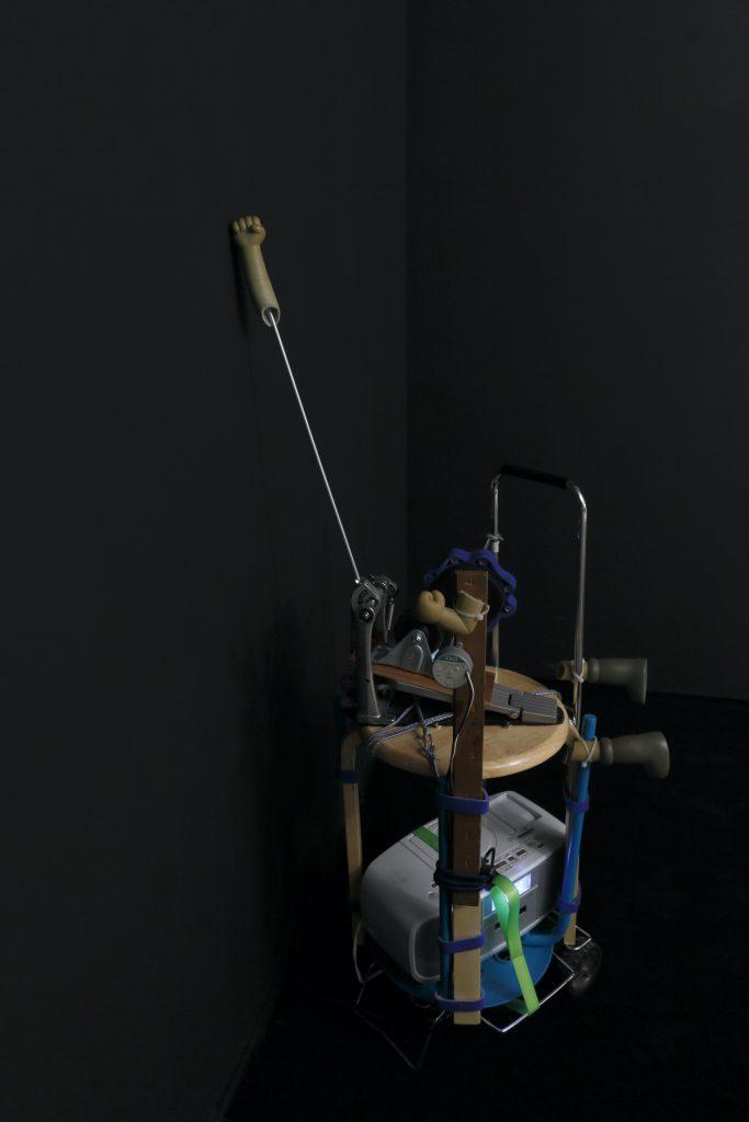 無人壁ドン装置『むじどんくん』二号機【悲哀】